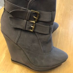 Ankle bootie Tan wedges size 6